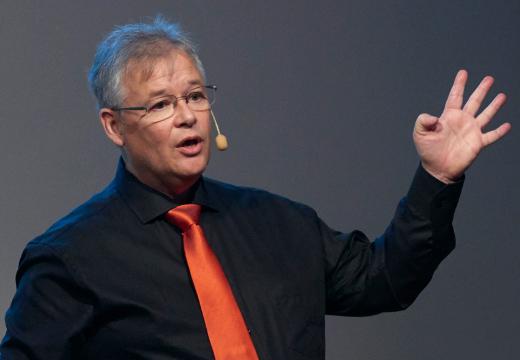 Tobbe Rosén lär dig hur du kan tjäna långsiktigt på aktier.